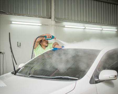 アジア男スチーム洗車