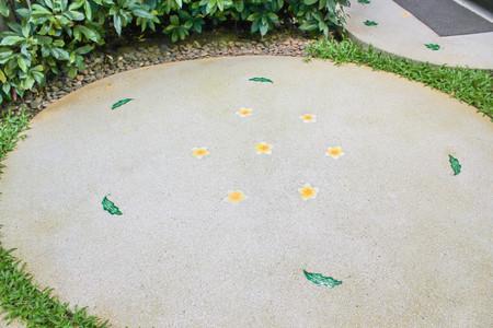 piso piedra: circle footpath in the garden Foto de archivo