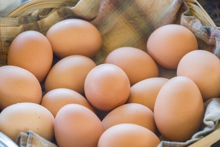 fresh eggs in basket 写真素材 - 125694922