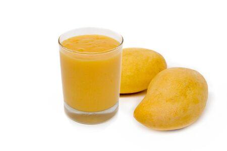 glass of mango juice and fresh mango isolated on white background 写真素材 - 125694865