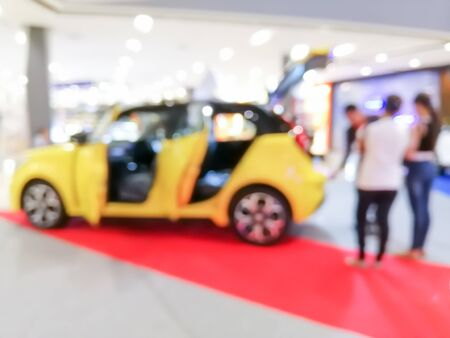 blurred car showroom with salesman and customers : for background use Stockfoto