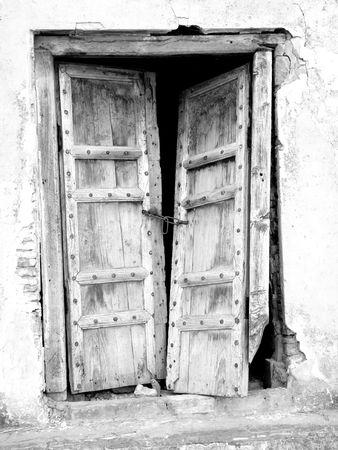 pared rota: Vintage viejo Broken Door