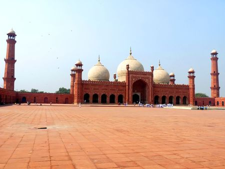 tourist destination: Badshahi Mosque Lahore, Pakistan One of the most famous landmarks and tourist destination of Pakistan built in 16th century is also one of the largest mosques in the world.  Stock Photo
