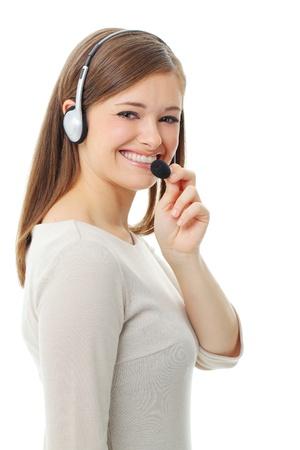 recepcionista: Retrato de feliz y sonriente operador alegre de asistencia telefónica en el kit manos libres portátil, aisladas sobre fondo blanco