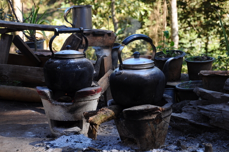 Two traditional kettles on braziers Foto de archivo - 102029017
