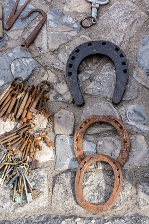 Variety of antique treasure items at Portugal market - pirates equipment, weapons, wine bottles, horseshoe, Stok Fotoğraf