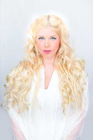 Blonde woman with curls Angel Imagens