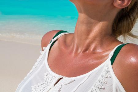 Young girl sunbathing on the shore 版權商用圖片