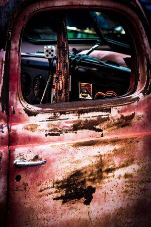 錆びたトラックのドア 写真素材