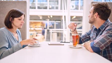 angry couple: temas femeninos relaci�n de pareja teniendo var�n de raza blanca y. Ni siquiera son capaces de hacer contacto visual con uno y otro, ya que tanto de la conversaci�n iniciar desanime.