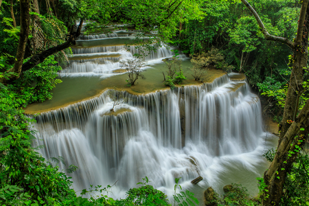 Huai-mae-kha-min waterfall, Beautiful waterwall in nationalpark of Kanchanaburi province, ThaiLand. 스톡 콘텐츠