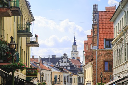 Kaunas Old Town street, Lithuania. Walls of houses, historical architecture, tiled roofs, Town Hall. Eastern Europe, Baltic states, tourism, landmark, historical architecture, medieval, renaissance,. Stockfoto
