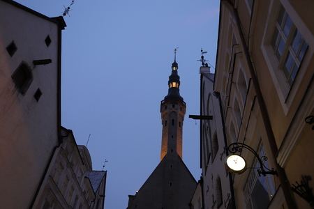 View of old town Tallinn Town Hall at blue hour. Landmark of Estonia. Europe tourist attraction. Stock fotó