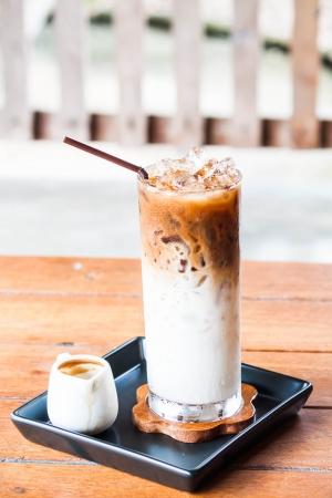 Iced coffee latte with espresso shot in white jar Stockfoto