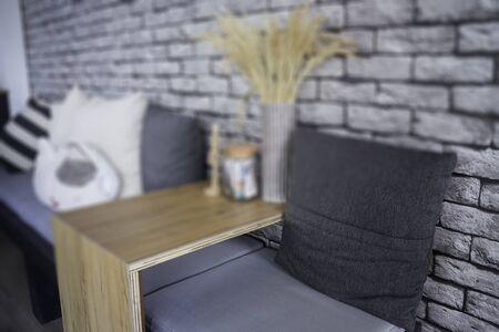 Wheatear rye decorated on wooden table, stock photo Standard-Bild