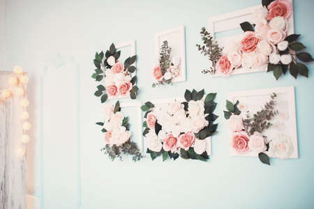 vase plaster: The room is beautifully decorated with colorful flowers