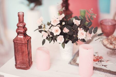 vase plaster: Beautifully decorated table adorned with multicolored flowers Stock Photo