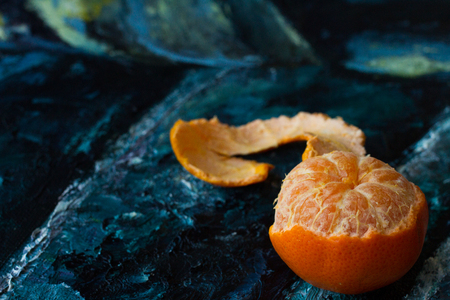 foodies: Mandarin orange in the picture. canvas razrisovon blue red