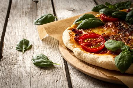 イタリアのマルゲリータのピザの味 写真素材