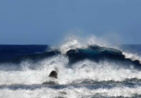 Huge breaking wave gains momentum as it crashes to shore on the Big Island of Hawaii Stock Photo - 15112371
