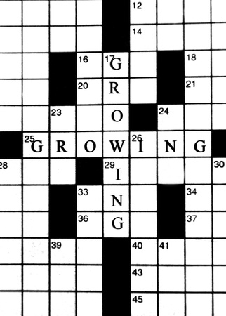 Crossword puzzle has the words growing crossing paths.  In a growing business world change, growth and a changing business plan can be a challenge.                          Banco de Imagens