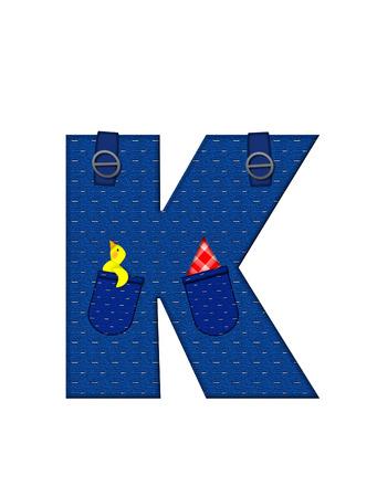 K、アルファベットで「農民ブラウン」を設定された文字はストラップ、ポケット付きデニムです。 市松模様のハンカチをポケットからピークします