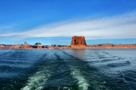 lake powell: Shoreline and red sandstone cliffs are left behind as scenic trip ends, and the boat heads for shore on Lake Powell in Utah. Stock Photo