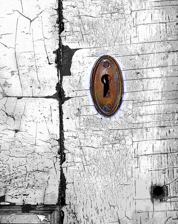 antique keyhole: Background image shows antique keyhole.  Door facing is cracked and paint peeling with grunge effect.  Keyhole is brass. Stock Photo