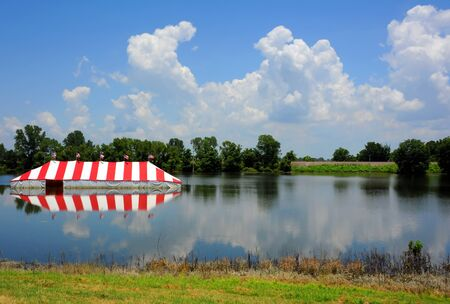 Low land near the Mississippi River receives flood damage as evidenced by this flooded fireworks stand near Memphis, Tennessee. Imagens