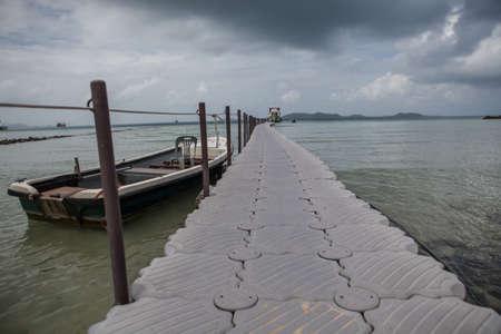 Foot bridge  to board the sea Banco de Imagens - 83848582