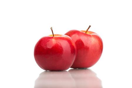 Manzanas rojas en el blanco