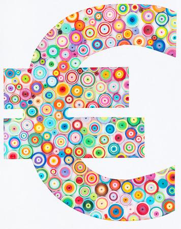techniek: Concept van de euro op kleurrijke papier gemaakt met quilling techniek op een witte achtergrond