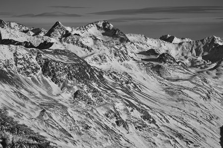 mountains in the snow against the blue sky Foto de archivo