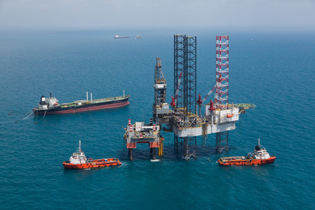 fossil fuels: Offshore oil rig drilling platform Stock Photo