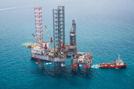 Offshore oil rig drilling platform Standard-Bild