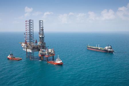 Offshore oil rig drilling platform 스톡 콘텐츠