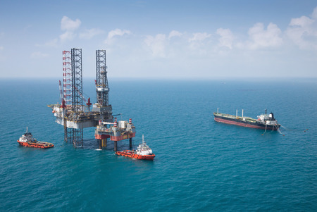 drilling well: Offshore oil rig drilling platform Stock Photo