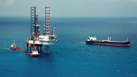 mining ships: The offshore oil rig in the gulf of Thailand