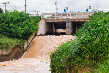 overflows: Dam water release,The excess capacity of the dam until spring-way overflows.