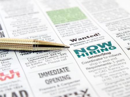 신문 경력 기회 광고에 펜입니다.