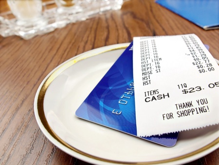 cashless: Receipt and credit card Stock Photo
