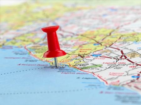 tour guide: Clouseup de rojo chincheta en el mapa
