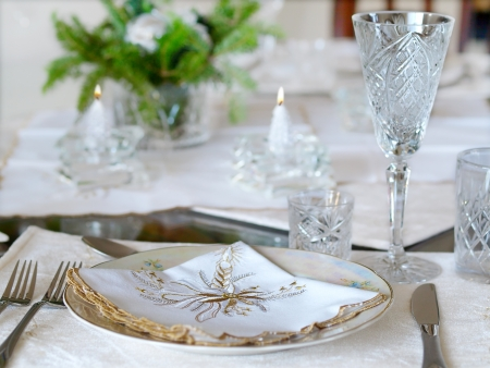 on the tablecloth: Holiday place setting with candles