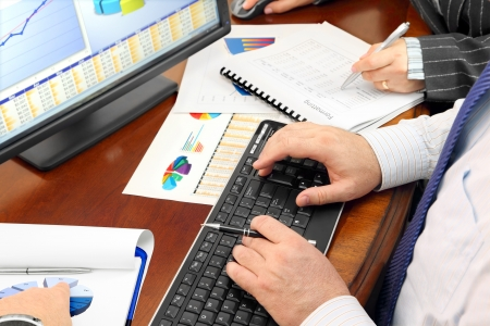 Hands on the Keyboard and Financial Data and Charts in the Office 版權商用圖片 - 14793454