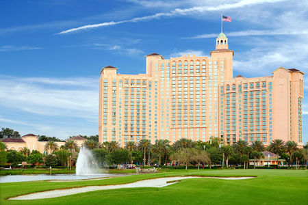 Orlando, Florida, USA - May 01, 2014  The JW Marriott Orlando hotel is part of the gorgeous Grande Lakes luxury complex including a dozen or so restaurants, convention center as well as the Greg Norman-designed 18-hole golf course  新聞圖片