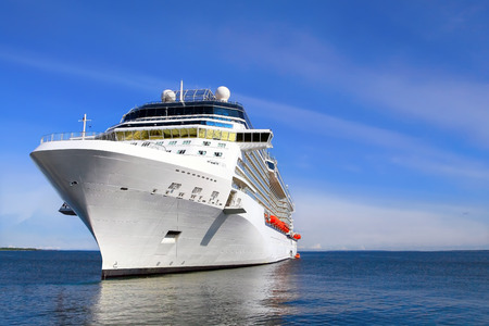 Luxus-Kreuzfahrtschiff nach Port