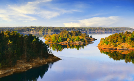 Stockholmer Schären an der Ostsee am Morgen Standard-Bild