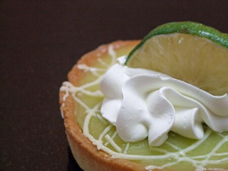 nice lime tart ready to eat Imagens