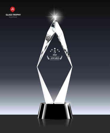 現実的な 5 つ星は、結晶形のガラス トロフィーを受賞します。