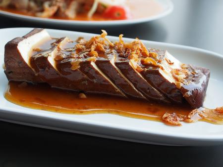 白い皿に醤油と中華料理豆腐 (豆腐) 写真素材